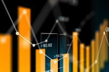 Ein Säulendiagramm mit Graph und Finanzzahlen obendrüber.