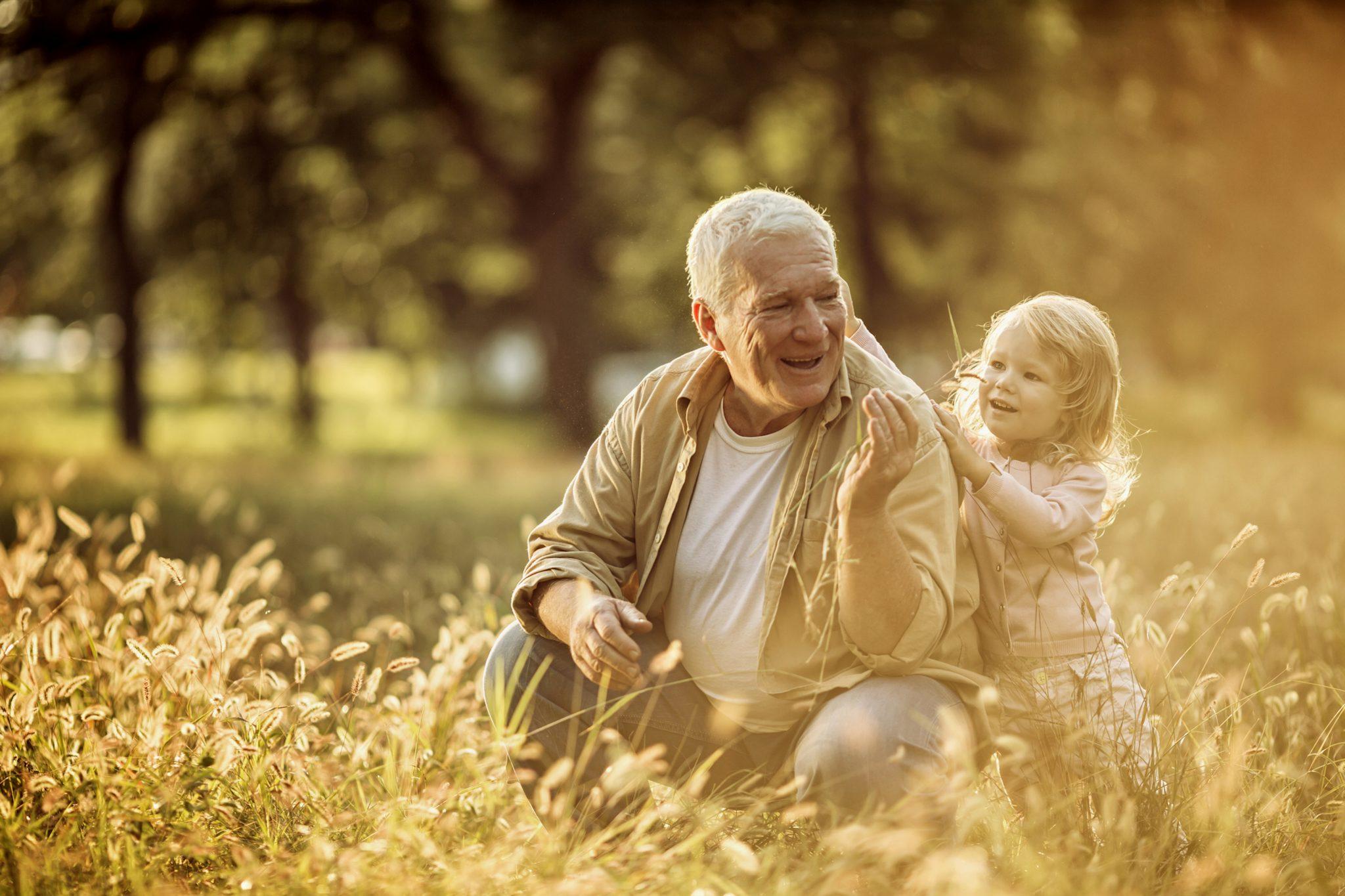 картинки старичок с детьми несколько лет сделал